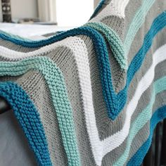 Decke häkeln blau weiß und grau