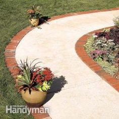 Use Brick Borders for Path Edging.Make an attractive border for a concrete walkway or patio using brick pavers set on a bed of gravel and sand. With a solid gravel base, a brick border will last for the life of your house. Brick Border, Brick Edging, Brick Walkway, Walkway Ideas, Path Ideas, Brick Path, Stone Path, Brick Landscape Edging, Landscape Bricks