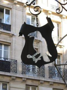Au corbeau blanc, Paris