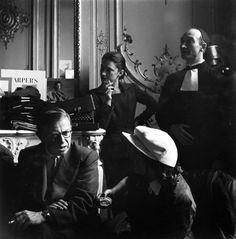 Il mondo di Elsa Schiaparelli. J P Sartre assiste ad una sfilata nel suo Atelier, costumi per la Comedie Francaise
