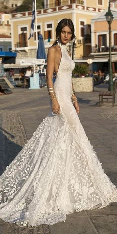 Today, we offer top wedding dresses for your inspiration. Discover an exciting selection of the most popular bridal gowns. Top Wedding Dresses, Boho Wedding Dress, Bridal Dresses, Wedding Gowns, Halter Neck Wedding Dresses, Mermaid Wedding, Bridesmaid Dresses, Peacock Wedding, Belle Silhouette