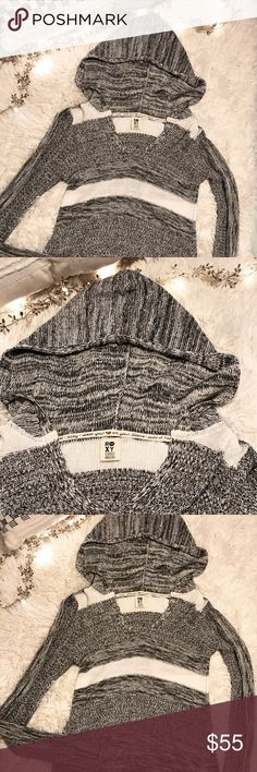Roxy sweater I love this sweater! But it doesn't fit me.  It's only been worn once and is in new condition.  Size xs. Make me an offer.  #roxy Roxy Sweaters V-Necks