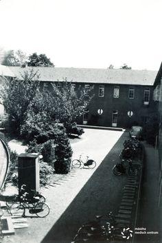 Binnenplaats van het #diaconessenhuis in #Eindhoven aan de Parklaan 1950 #ziekenhuis #hospital