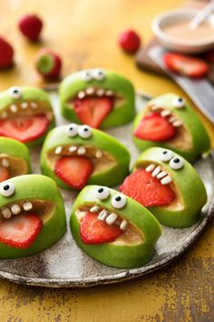 Creepy snacks for your Halloween partyThat is horror! Creepy snacks for your Halloween Fun Halloween Snacks for Kids to Devour This OctoberSnacking + can + be + + Both healthy + Halloween Snacks For Kids, Halloween Treats For Kids, Halloween Fun, No Cook Meals, Kids Meals, Cooking Box, Healthy Sweets, Healthy Snacks, The Fresh