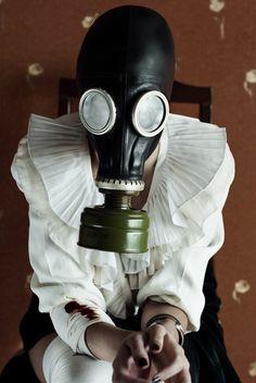 L'Bon Photographer Now new in Wtf pics. Horror Photography, Dark Photography, Creative Photography, Biohazard, Latex, Gas Mask Girl, Art Of Dan, Plague Mask, Cyberpunk Girl