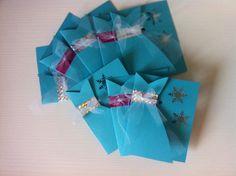 Inviti per una festa da favola! Frozen party invitations, sul blog il tutorial http://mangialeggicrea.blogspot.ch/2015/05/inviti-da-favola-per-una-festa-da.html