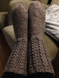 Lanka: Novita sukkalankaMalli: valepalmikko Knitting Socks, Knit Socks, Boot Cuffs, Leg Warmers, High Socks, Mittens, Knit Crochet, Meditation, Life