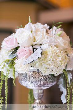 Romantic Vintage centerpiece in whites, soft blush pinks, hints of grey and green. Photo: Sabine Scherer Fleurs de France www.fleursfrance.com