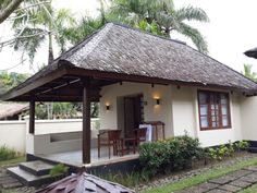 Bamboo House Design, Tropical House Design, Tropical Houses, Village House Design, Village Houses, Hut House, Cozy House, African House, Thatched House