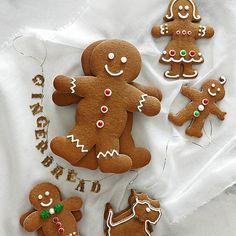 Gingerbread People peopl recip, famili, gingerbread peopl, gingerbread cookies, cookie cutters, holiday foods, cookie recipes, royal icing cookies, christmas gingerbread