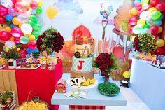 Você está fazendo festa no tema Fazendinha? Então você vai amar esse bolo!  Repost @carlacarvalhoeventos  Fotos @familyfotografia