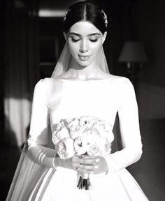 Classic Wedding Dress, Dream Wedding Dresses, Bridal Dresses, Wedding Goals, Wedding Bride, Wedding Styles, Wedding Photos, Brides And Bridesmaids, Wedding Hairstyles