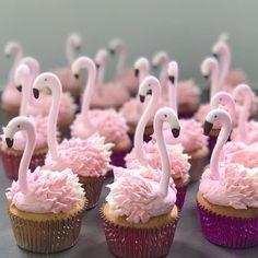 @juliewettergren #partyalphabet #cupcakelove #cupcakedecorating #flamingolove #flamingoparty