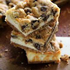 Chocolate Chip Cookie Dough Cheesecake Bar - bar BEST cheesecake dessert JAMAIS avec brisures de chocolat, pâte à biscuits et le gâteau au fromage !!  |  rasamalaysia.com