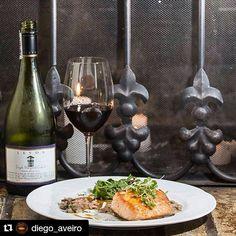 #Repost @diego_aveiro with @repostapp  Quien dijo que un Salmon no se podía marinar con un vino tinto!!! Pinot noir de Leyda!!! Vinos @dislicores @camaralucidafood #restaurante #restaurant #restaurantebrulee #medellin #colombia #salmon #risotto #hongos #francia #food #foodporn #instafood #instachef #chefstalk #theartofplating #gastroart #foodart #eventos #brulee #vino #pinotnoir #chile #gastronomia #chef #pic #picoftheday @restaurante_brulee @carolinaarangob @diego_aveiro by camaralucidafood