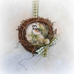 Grapevine wreath finished bird ornament (no chart, just photo) Like the finish.