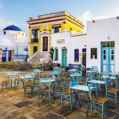A beautiful shot of the central square of the city of Serifos!!