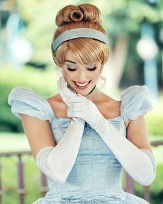 Disney Cosplay at its best! Sora at Disney World! Cosplay Princesa Disney, Cosplay Disney, Disney Costumes, Cinderella Makeup, Cinderella Cosplay, Princess Makeup, Disney Dream, Disney Love, Disney Magic