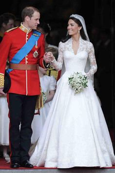 Princess Kate Middleton in a royal & vintage wedding dress which featuring ivory lace bodice with long sleeves and a satin skirt,lace appliques over satin.