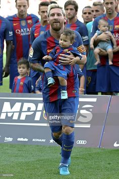 Leo Messi with his son Mateo during La Liga match between F. Barcelona v Betis, in Barcelona, on August (Photo by Urbanandsport/NurPhoto via Getty Images) Messi Son, Cr7 Vs Messi, Lionel Messi Family, Neymar, Good Soccer Players, Soccer Teams, Cr7 Junior, Antonella Roccuzzo, Shakira