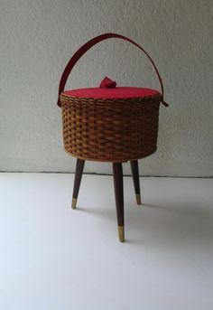 Vintage Nähkästchen - Nähkorb 60er Jahre Nähkästchen/Nähkorb - ein Designerstück von MissTell bei DaWanda