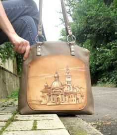 Large leather bag with pyrography  hand-painted leather purse  beige shoulder bag  Leather Tote - pinned by pin4etsy.com #leather_bag #leather #purse #pyrography #paintedpurse