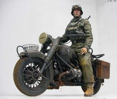 German BMW R75, DRAGON 1/9 scale. By 반즈중사 (Sergeant Barnes). #motorcycle #WW2 #vignette #diorama #figure_model #scale_model Military Figures, Military Diorama, Military Police, Miniature Cars, German Uniforms, Military Modelling, Moto Style, German Army, Cycling Bikes