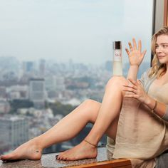 Nude pictures of Chloe Grace Moretz Uncensored sex scene and naked photos leaked. Chloe Grace Moretz Feet, Chole Grace Moretz, Going Barefoot, Barefoot Girls, Playboy, Beach Photography Poses, People Of Interest, Friends With Benefits, Actrices Hollywood