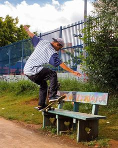 Bells Beach  Nosso atleta Rafael Moreira ( @demoreirarafael ) lançou esse fakie fs pivot  : @nego_cristian  #skate #skateboarding #skatelife #trick #photo #bellsbeach #bellsbeachsp #boanoite #skateshop #supportyourlocalskateshop #life #likes by bellsbeach_11 http://ift.tt/1KnoFsa