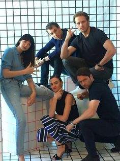 """themusicsweetly: """"   @JarettSays : #Outlander stars mean-muggin in @BuzzFeed's #SDCC suite 'Bout to drop the hottest album of of the 18th Century xD """""""