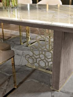 EXCELSIOR - Designer Dining tables from Longhi S. ✓ all information ✓ high-resolution images ✓ CADs ✓ catalogues ✓ contact information ✓. Dinning Table Set, Luxury Dining Tables, Dining Table Design, Dining Room, Ripping Up Carpet, Esstisch Design, Luxury Homes, Home Accessories, Designer
