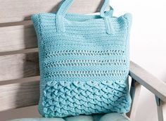 Crochet bag with crocodile pattern- Gehäkelte Tasche mit Krokodilmuster Crocheted crocodile pattern bag – free crochet pattern - Mochila Crochet, Crochet Tote, Crochet Yarn, Free Crochet, Crochet Handbags, Knitting Patterns, Crochet Patterns, Diy Mode, Crochet Instructions