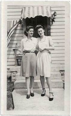Vintage Snapshots Prove That Women Fashion Is Always Adorable ~ vintage eve… – Women's Fashion Vintage Outfits, 1940s Outfits, 1940s Dresses, Vintage Dresses, Moda Vintage, Vintage Mode, Vintage Ladies, Vintage Style, Retro Fashion