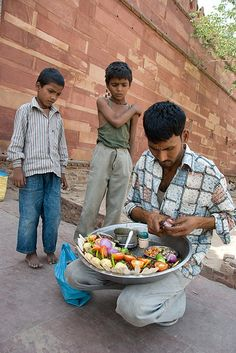 Street Food in India | Photo by Dominik Golenia on Flickr | Permission: CC BY-ND 2.0  http://creativecommons.org/licenses/by-nd/2.0/deed.de