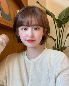 Korean Short Hair Bangs, Short Hair Tomboy, Ulzzang Short Hair, Short Grunge Hair, Asian Short Hair, Short Hair With Bangs, Girl Short Hair, Short Curly Hair, Short Hair Cuts