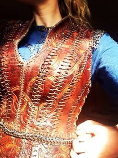 Step 2 - Lacing up warrior vest. Designed by Joan Bergin, Kelvin Feeney. Vikings Lagertha, Vikings Tv, Lagertha Lothbrok, Movie Costumes, Cosplay Costumes, Halloween Costumes, Cosplay Diy, Halloween Ideas, Viking Cosplay