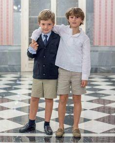 Y para los tan olvidados niños👦🏼, tenemos 2 looks de comunión, así de guapos van!!#coccolection #comuniones2017 First Holy Communion, Baby Outfits, Cute Kids, Kids Fashion, Parties, Teen, Shorts, Children, Instagram
