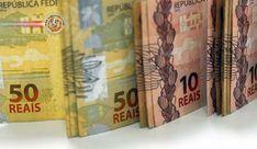Brasil: Salário mínimo de R$ 954 entra em vigor. O novo salário mínimo começa a valer hoje (1º).Decretoassinado pelo presidente na sexta-feira (29) fixa o seu valor em R$ 954, um aumento de R$ 17. É o menor reajuste do salário mínimo em 24 anos. O valor é inferior ao estimado anteriormente pelo governo, que era R$ 96