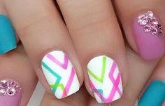 Diseños de uñas a la moda actual, diseño de uñas a la moda juvenil.  Follow! #diseñodeuñas #instanails #uñasbonitas