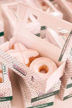 Edible Wedding Favor Ideas: Donuts
