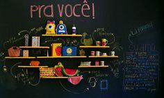 O guia definitivo de como fazer e decorar com parede lousa: materiais, preços e fotos | bim.bon