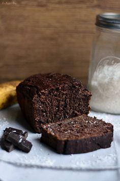 Nie ma to jak świeżo upieczony domowy chlebek bananowy. Sprawdza się idealnie na śniadanie wraz z ulubionym masłem orzechowym. Jest czekoladowo-kokosowy!
