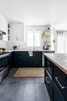 My goal is to offer you an elegant and timeless interior to your image while maximizing your investment. Decoration, Kitchen Remodel, Sweet Home, Kitchen Cabinets, House Design, Interior Design, Kitchen Inspiration, Kitchens, Home Decor