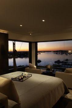 luxus schlafzimmer laminatboden ausblick nacht stadt skyline ...