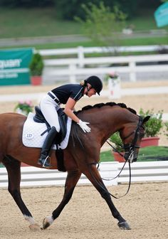 mypassionmyaddiction:  Alexandra Reid and VIP take the bronze home to Canada at the 2012 NAJYRC with a straight 70%. Credit