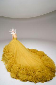 Giambattista Valli Spring 2020 Couture Fashion Show Collection: See the complete Giambattista Valli Spring 2020 Couture collection. Look 31