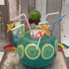Cocktail Drinks, Alcoholic Drinks, Cocktails, Snap Food, Alcohol Drink Recipes, Brunch Party, Halloween Birthday, Food Humor, Keto Dinner