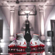 Fresh drop from @neymarjr x @jumpman23 ! The Hypervenom Phantom II now comes in a stunning white will you be getting a pair? . . .  photo: @nike  #footydotcom #fcfc #footy #footballboot #soccercleats #football #soccer #futbol #futbolsport #cleatstagram #totalsoccerofficial #fussball #bestoffootball #rldesignz #footyfeature #AirJordan #neymar #neymarjr #nikefootball #nike #jumpman23 #footballboots