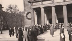 Neue Wache, located by the Unter den Linden boulevard in Berlin. photo taken between 1935 and 1938 by a good police-officer Paul Springer Berlin, Picts, Den, Street View, Black And White, History, Police Officer, World, Historia