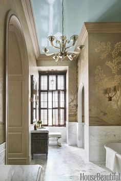 This Manhattan bathroom designed by Eddie Lee absolutely blows my mind! Luxurious, elegant and visually interesting, this beautiful en suit...